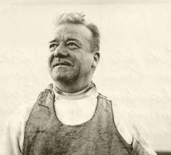 Maître d'Armes Marcel Cabijos Portrait photo circa 1957